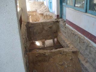 Móng 2 lớp đá chẻ vẫn cố đấm ăn xôi xây lên bốn tầng!