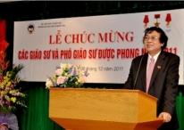Nguyên Hiệu trưởng Nguyễn Văn Nam trước khi rơi bịch khỏi ghế hiệu trưởng vì sai phạm giống Trần Tín Kiệt!