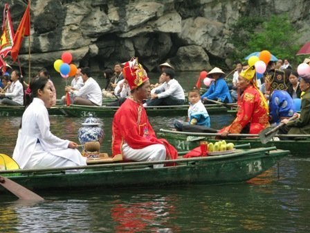 Lễ tế Hà Bá ở Ninh Bình. Ngày xưa tế sống gái đồng trinh, ảnh goole