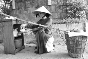 Mẹ với gánh hàng rong trước 1975, Google